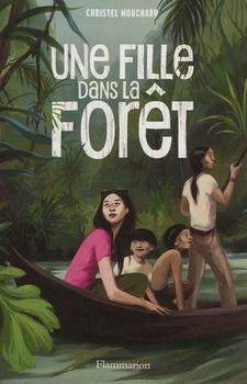 Une fille dans la forêt